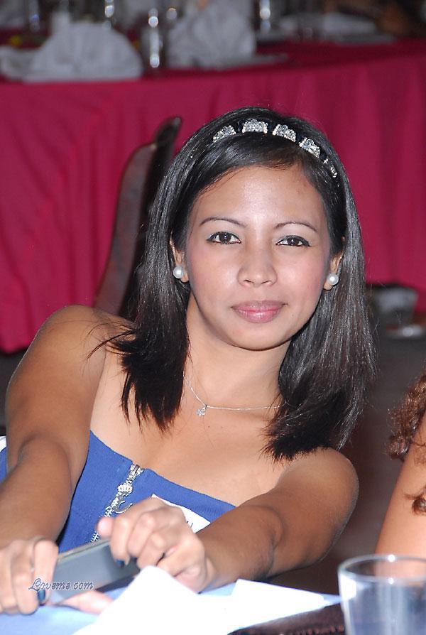 Young Filipino women - 2009-2010 new year 089